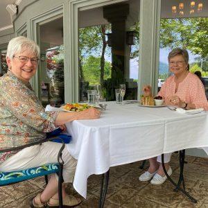 Ardenwoods residents enjoy lunch